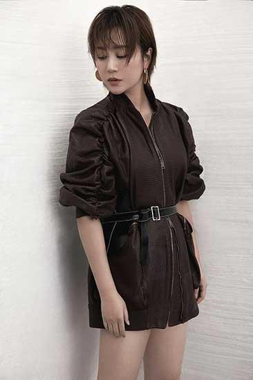 马丽时尚大片风格百变 魅惑眼妆大秀长腿好身材