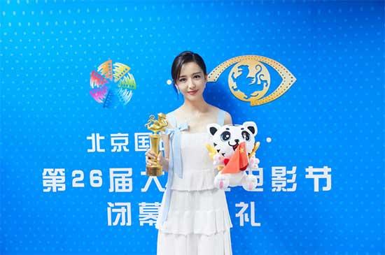 佟丽娅凭谷小焦获奖 获奖感言风趣幽默真诚求赞