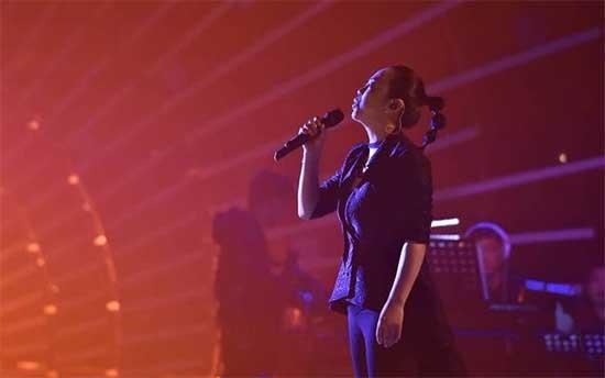 黄绮珊演绎张楚经典《姐姐》 突破自我唱哭观众