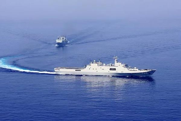 海军第31批与第32批护航编队会合