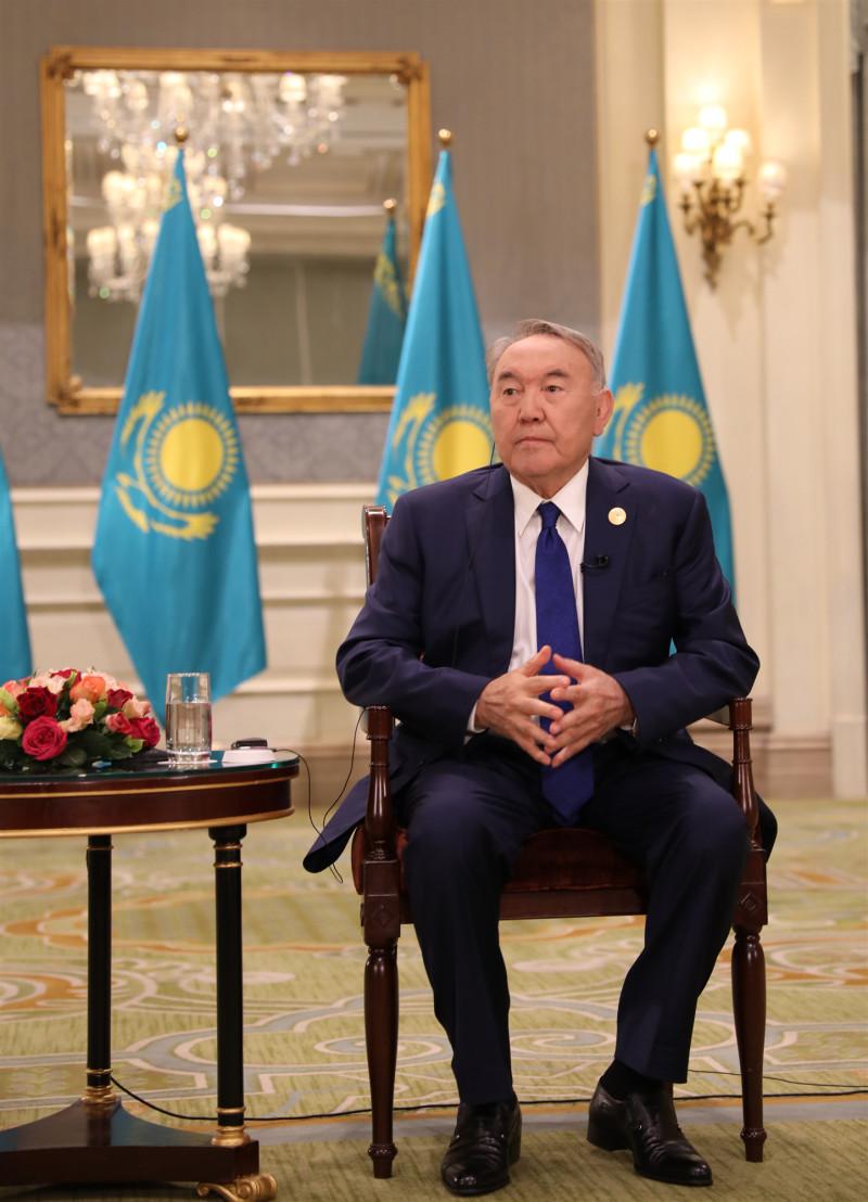 """纳扎尔巴耶夫:""""一带一路""""是伟大倡议 中国发展影响世界"""