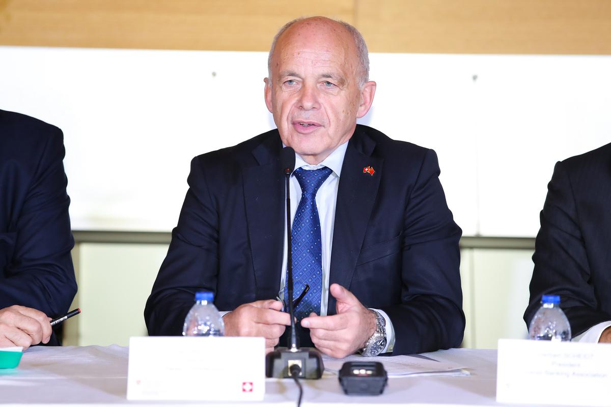 """瑞士联邦主席:给中国人民带来瑞士人民的信任作为""""礼物"""""""