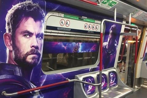 香港惊现《复联4》主题地铁 车内座位比车身更炫酷