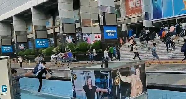 孟加拉首都影迷为抢《复联4》影票展开赛跑