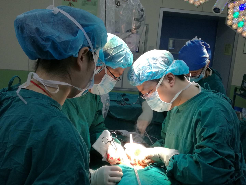 """天津医科大学肿瘤医院收治第二例胃癌""""镜面人"""" 手术反着做"""