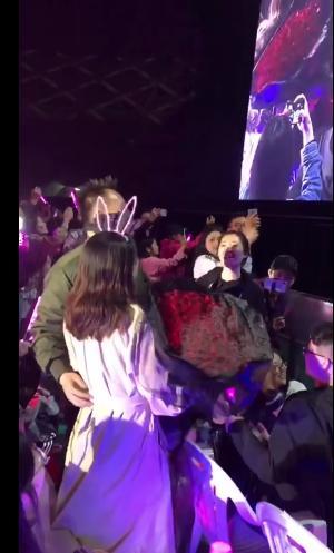 粉丝演唱会求婚,王力宏变身
