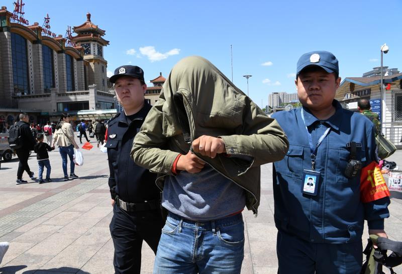 加价倒卖地铁票 6名黄牛北京站被抓
