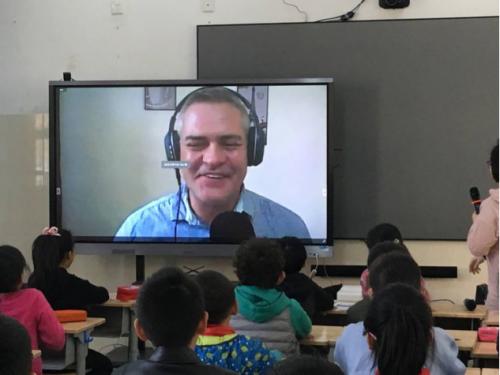 微语言双师课堂落地济南小学 英语教育插上信息技术翅膀