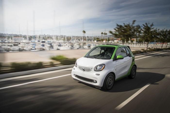 戴姆勒将停止在美加销售小型电动车Smart Fortwo