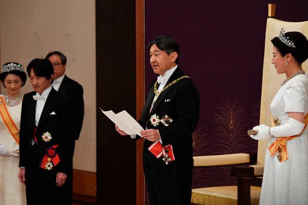 日本新天皇德?#22987;?#20301; 发表首次讲话
