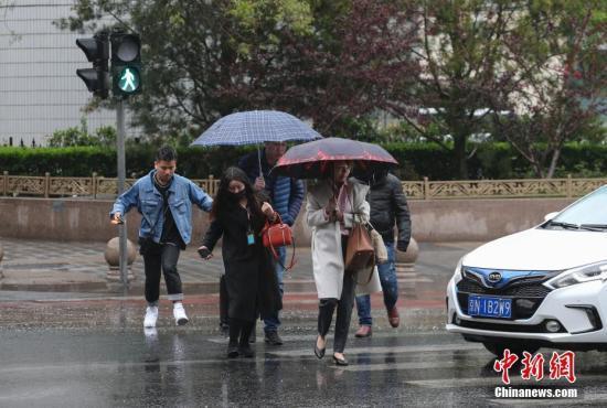 中东部地区大部天气晴好 新疆北部有降雨降温