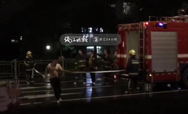 酒后心情不好,他竟撞向出警的消防车