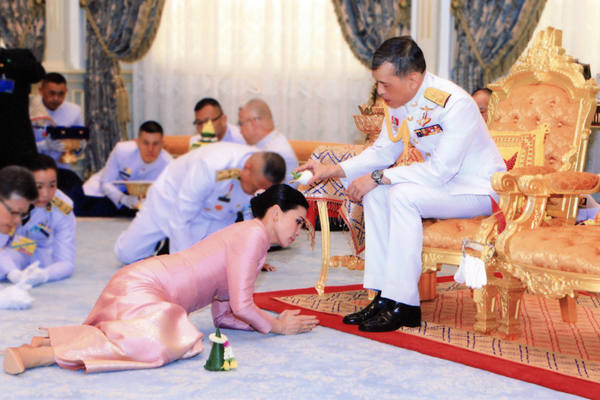 泰国国王加冕仪式前 王室宣布册封新王后