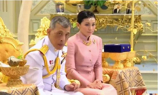 泰国国王宣布加冕前四名已婚王后担任卫兵副指挥官