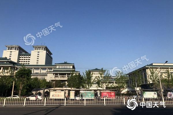 北京阳光不休假昼夜温差大 明天夜间起有雨