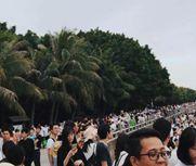 """40万人""""挤爆""""深圳湾公园"""