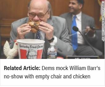美民主党议员互传炸鸡,还把玩具鸡放在了空位上,这是在讽刺谁?