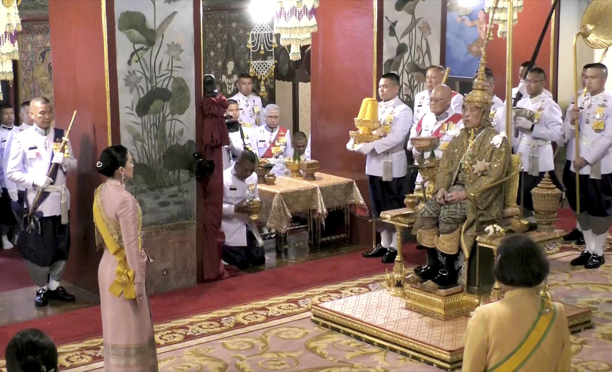 泰王哇集拉隆功加冕大典举行