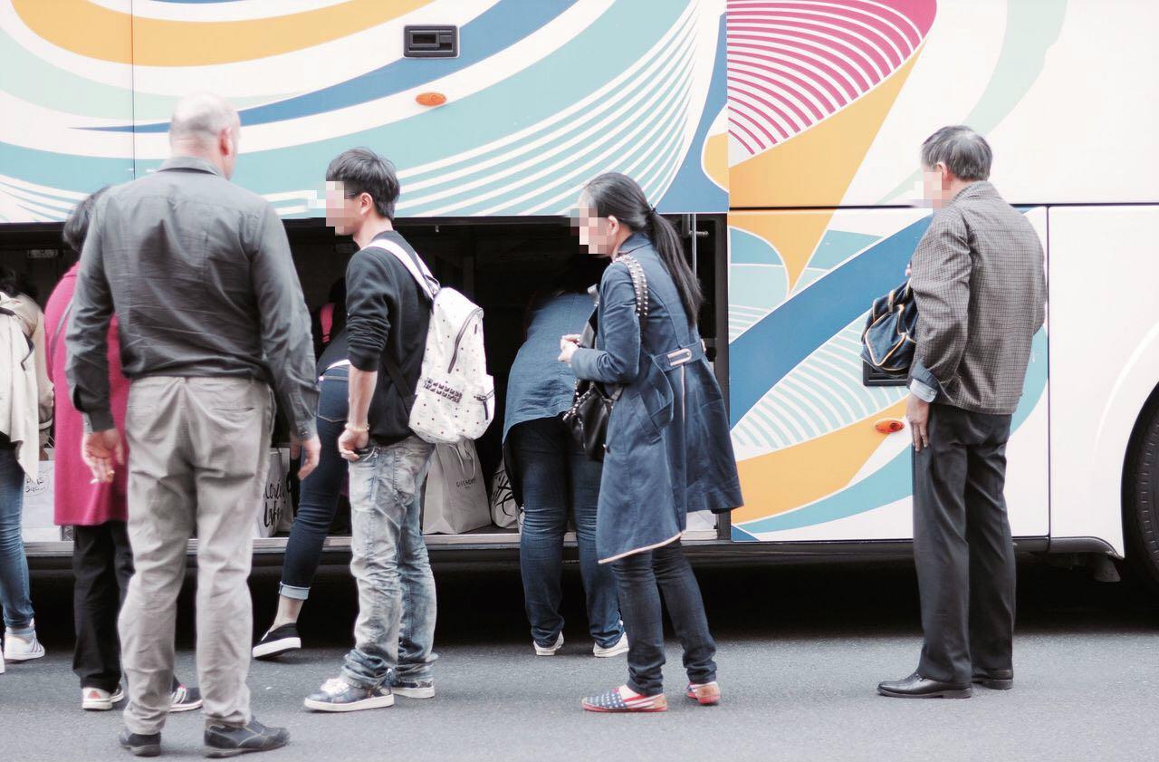 中国旅行团在巴黎遭抢劫 受害者被喷射催泪瓦斯