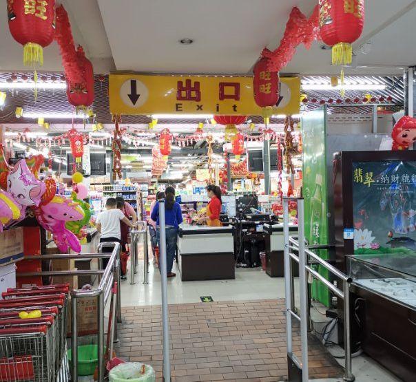 """男子超市买大米,开袋味道刺鼻,大米变""""黄米""""!就要个道歉"""