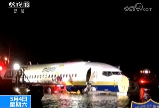 美国一波音客机降落后滑入河中致21伤 事故飞机为美国防部包机