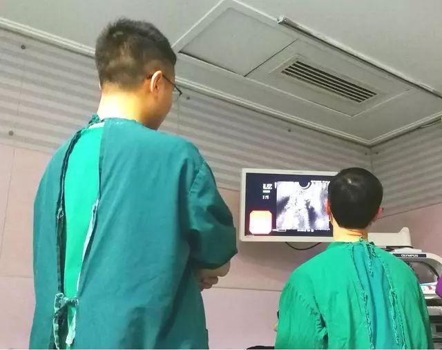 老公做胃镜,杭州阿姨突然在门口晕倒!接下来一幕万万没想到