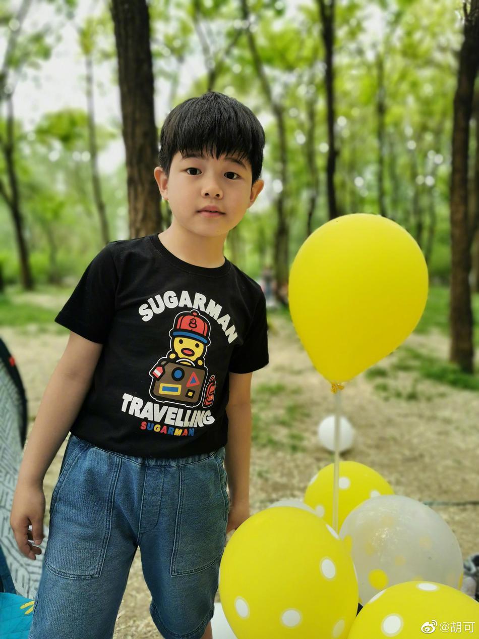 胡可带儿子和友人野餐 安吉用气球装扮帐篷很浪漫