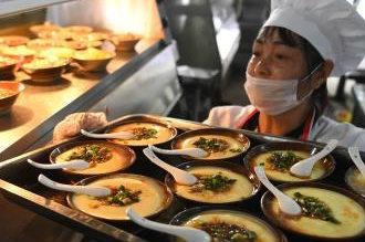 重庆一景区推出1元菜品 假期4天共卖2万多碗