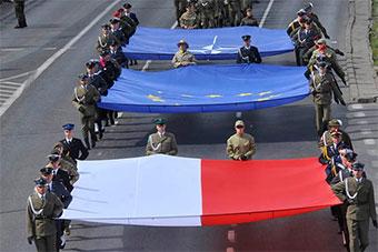 波兰纠集北约多国举行盛大阅兵纪念加入北约20年