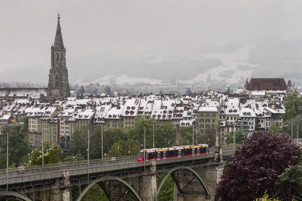 瑞士伯尔尼5月下雪!全城披上雪白薄毯