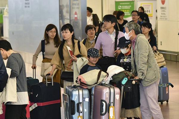 """""""超级黄金周""""将结束 日本机场迎返程高峰"""