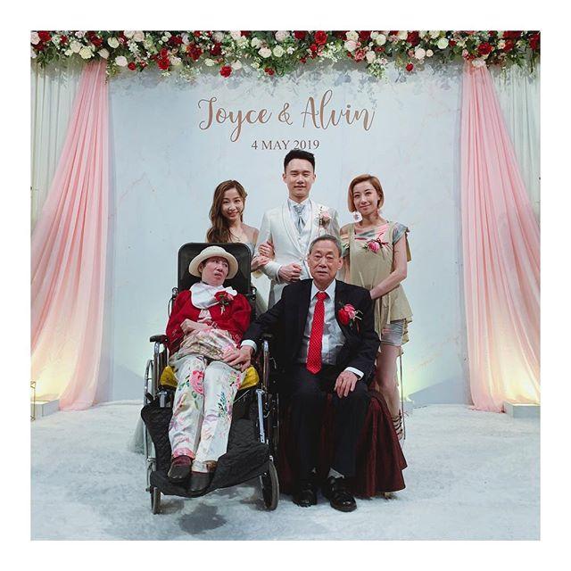 泳儿现身弟弟婚礼 中风母亲坐轮椅参加见证甜蜜时刻