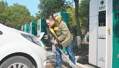 补贴退坡 新能源车市冷了吗