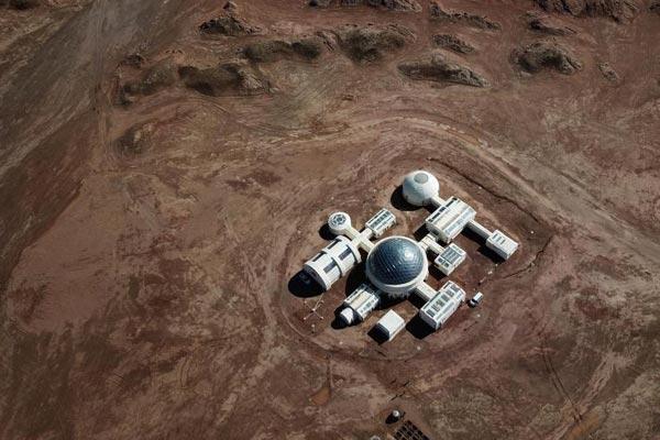 """空中俯瞰甘肃金昌""""火星""""基地 宛如外星城堡"""