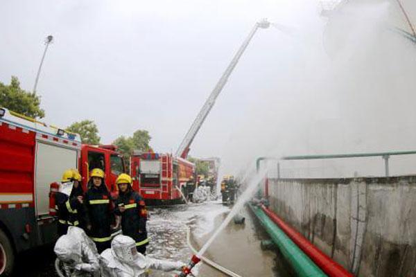 湖北咸宁开展石油化工灾害事故应急处置综合演练