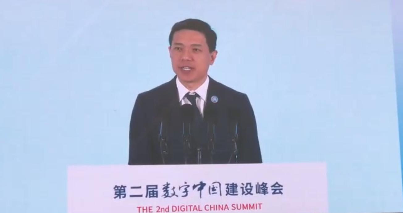 """百度李彦宏:欲打造中国特色""""智能盛宴"""""""