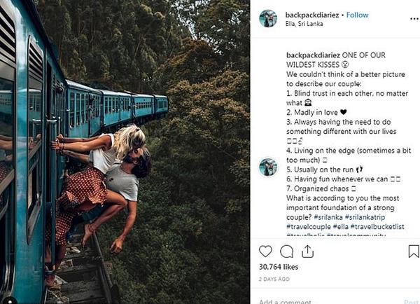 """比利时网红夫妇斜挂列车外秀恩爱被网友指责""""太危险"""""""