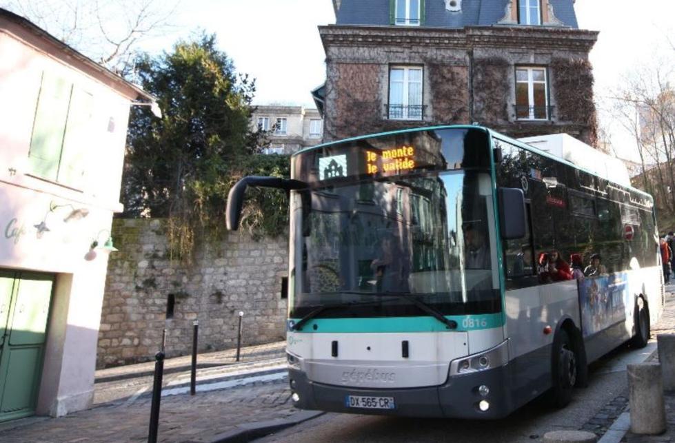 巴黎一女子穿短裙遭公交车拒载 交通公司启动调查