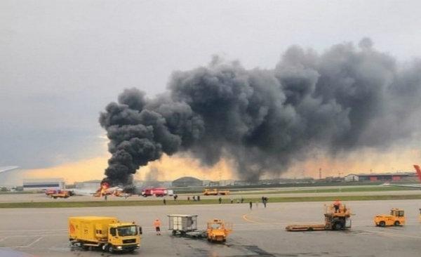 俄航空难飞机黑匣子已找到,机长证实飞机在迫降后起火