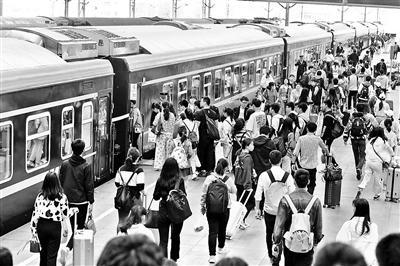 乘客强行越站乘车将加收50%票款