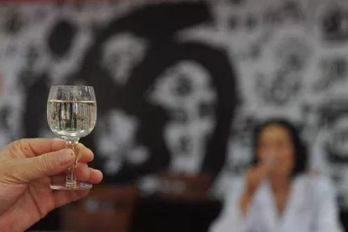 每天一斤白酒喝了28 年!男子患上这种病...