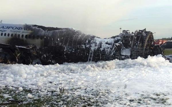 俄航事故细节:乘客逃生拿行李致后排伤亡惨重