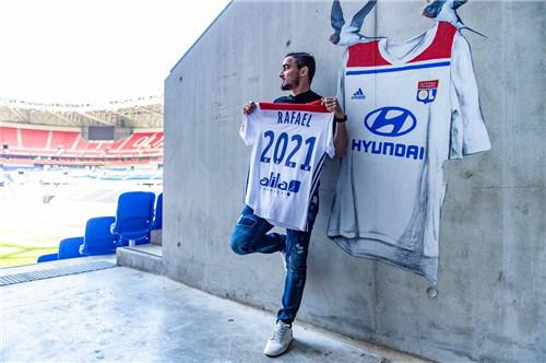 官方:里昂和曼联旧将拉斐尔续约至2021
