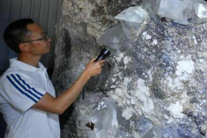 昆明市民收藏近千块矿石 最重达52.6吨
