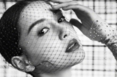Angelababy脸戴黑纱 演绎科技感几何风格大片