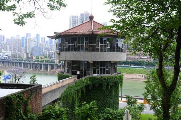 """重庆有个""""火锅""""造型建筑 爬满爬山虎像""""绿色围裙"""""""