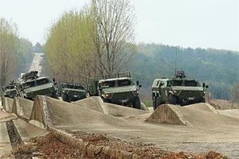 記者探訪陸軍特種車輛裝備試驗場 猛士軍車扎堆