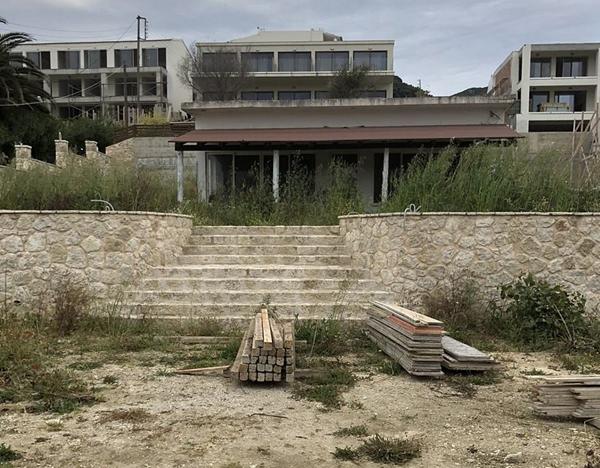 希腊度假胜地变战争灾区 英国一夫妇被迫滞留