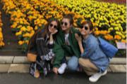 SHE三家人集体游北海道还拉横幅合影