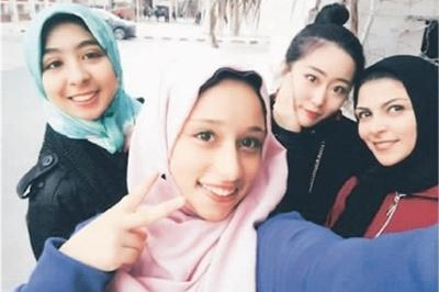 海外学子通过加入学校社团融入海外生活